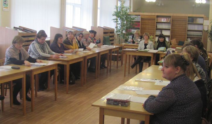 специалисты библиотек за круглым столом